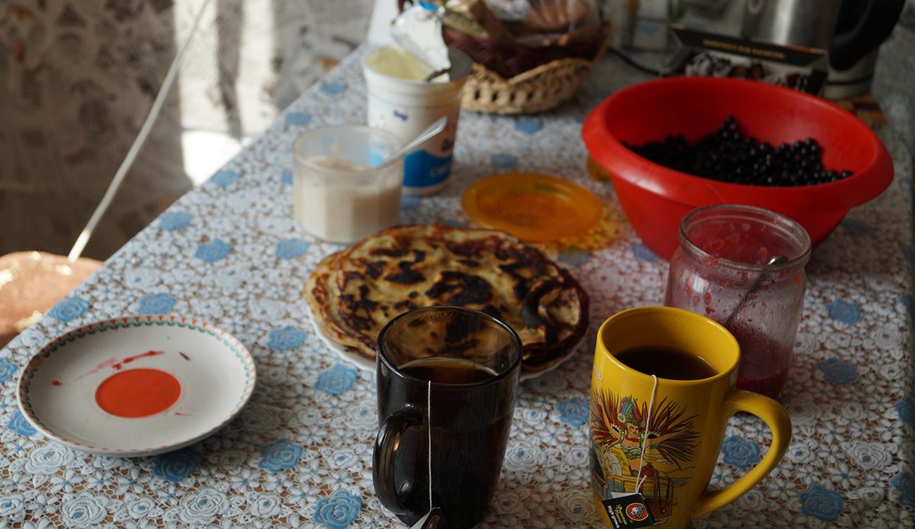 Blini zum Frühstück. Ein Muss: Der Schmand.