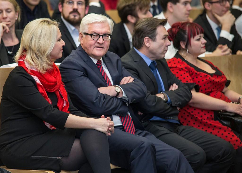 Familienministerin Schwesig, Außeninister Steinmeier, Prof. Dr. Jörn Dosch, Dr. Ludmilla Lutz-Auras (von links). Foto: ITMZ Uni Rostock / Thomas Rahr