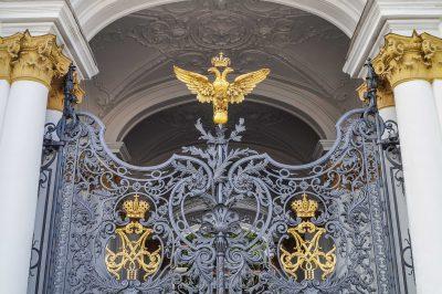 Tor des Winterpalais, St- Petersburg