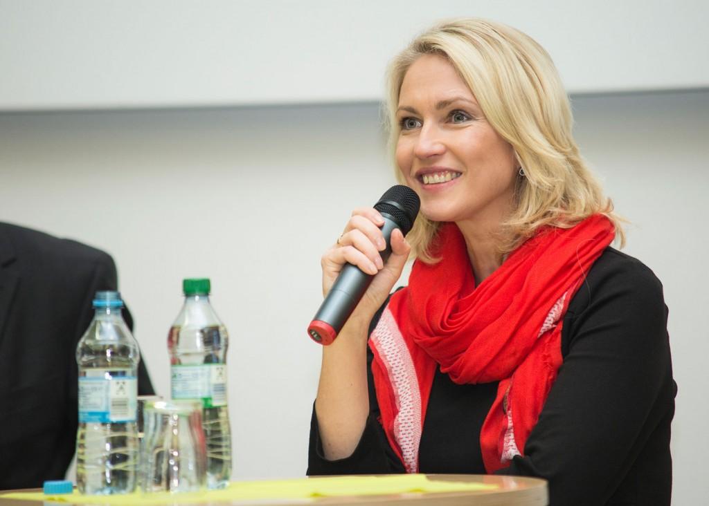 Schwesig während der Podiumsdiskussion. Foto: ITMZ Uni Rostock / Thomas Rahr.